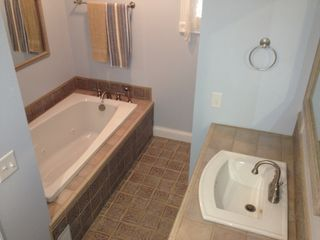 Whitehall cottage photo - Clean, newly installed bathroom with jet tub.