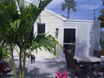 SPACIOUS AND CHARMING 2BR 2BA Beach cottage 100 steps from the stand