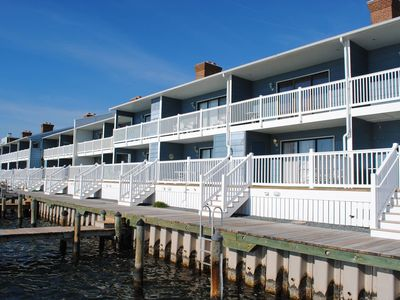 SUNSET COVE 10	 / 	4	 BDR / 	Bay Water	 Townhouse / 	Midtown	 location
