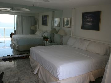 Master Suite-full bath, balcony w/View Aca Bay