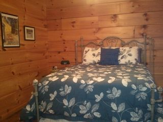 Sevierville cabin photo - Bedroom-1 with 32' TV and DVD on dresser