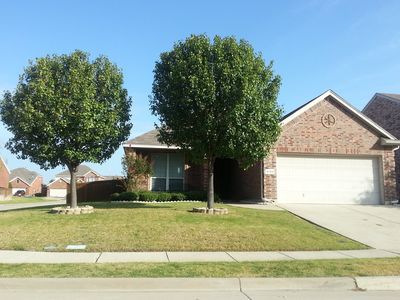 Luxury 4 Bedroom Home - Close to Cowboys, Rangers, 6 Flags!