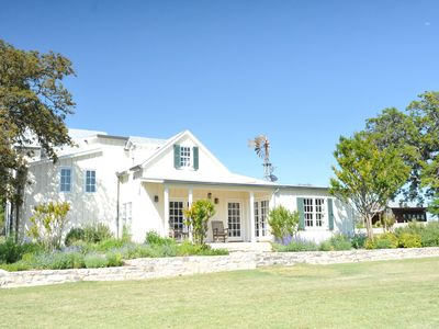 1800's Updated Ranch House, beautiful setting, close to wineries and sightseeing