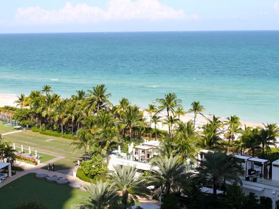Miami Beach hotel rental - Fontainebleau poolscape and beachfront