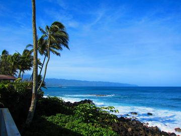 Waimea Bay house rental - Yes, this is an actual shot taken from our deck, looking into Waimea Bay!