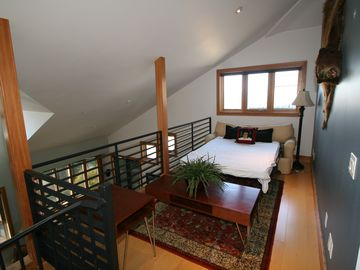 4th Fl Loft with Full Bed Pull Out Couch