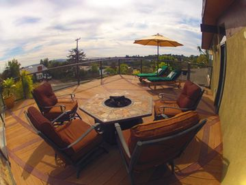 Large deck facing ocean, Sea World, Mexico, Down Town San Diego with fire pit!