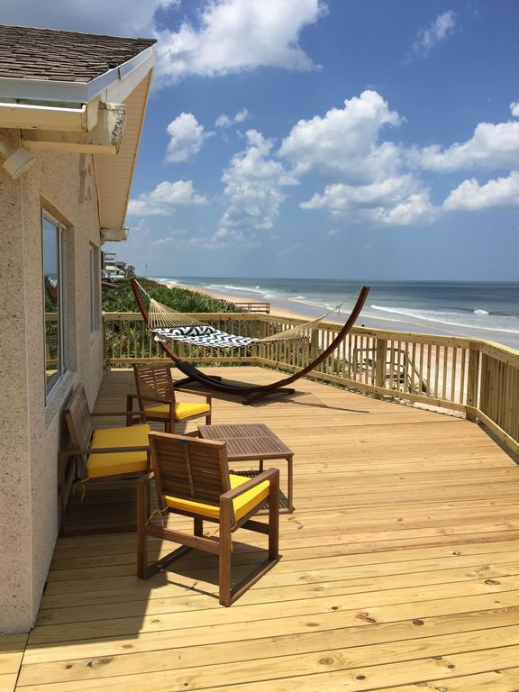 Relaxing, oceanfront home with incredible views!  Family/pet friendly!