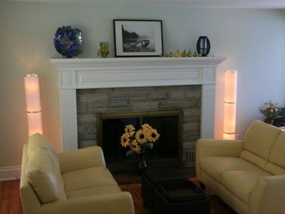 Niagara-on-the-Lake house rental - Gas fireplace in living room