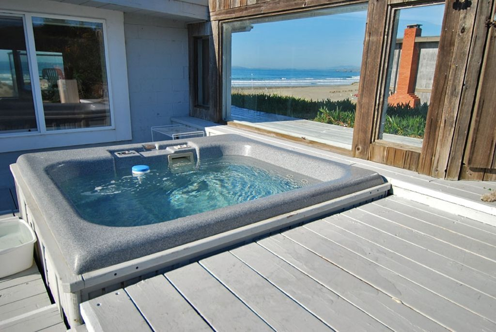 Ocean front hot tub hot rock sauna pets 2 vrbo for Pool show in long beach