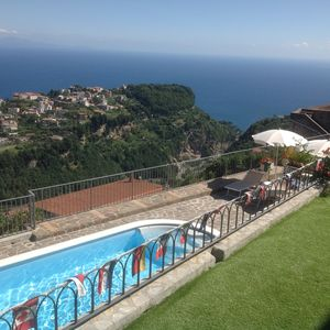 'Villa Laura' with spacious and independent rooms - sea views