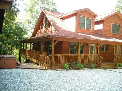Blueberry 3/2 with bonus semi-private loft. Secluded coverd decking... hot tub