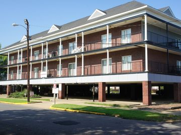 Tuscaloosa condo rental - Complex. Covered Parking!
