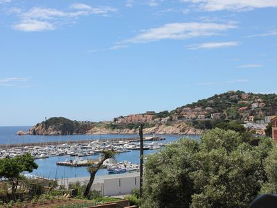 Delightful apartment, views of the bay, walk to beach, shops & restaurants