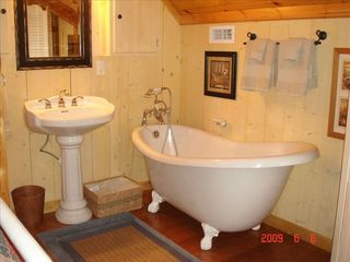 Clayton cabin photo - End your day with a good old fashioned hot bath