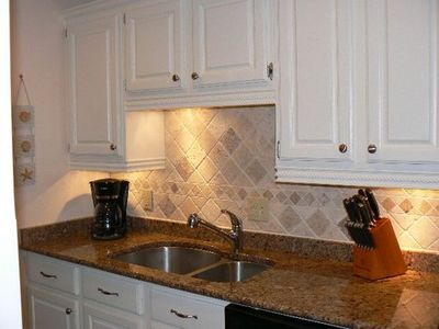 granit counter tops, tile back splash, under cabinet lighting and much more
