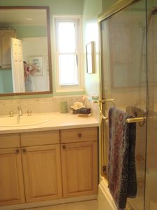 upstair bath with shower/tub and plenty of cabinet space
