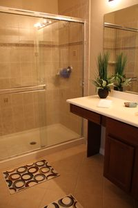 Master ensuite bath with double shower..