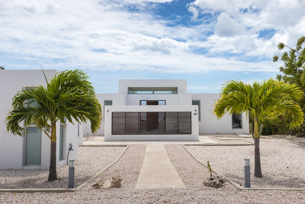 NEW Modern Villa On Edge Of Cliff With VRBO