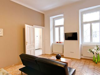 Innere Stadt apartment photo - Living room with Lcd TV and Wifi fast Internet connection