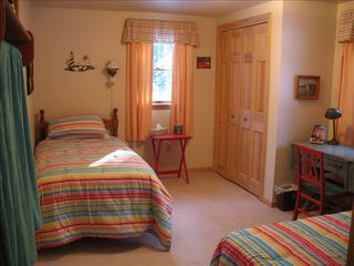 Prospect Harbor cottage photo - Cheerful and inviting second bedroom with 2 twin beds