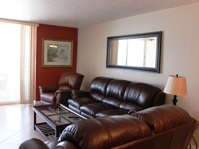 Large family room with leather furniture
