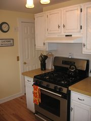 Ocean Grove townhome photo - Kitchen with Beautiful Stove