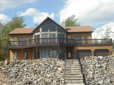Luxury house over looking emerald lake pa fully for Long pond pa cabin rentals