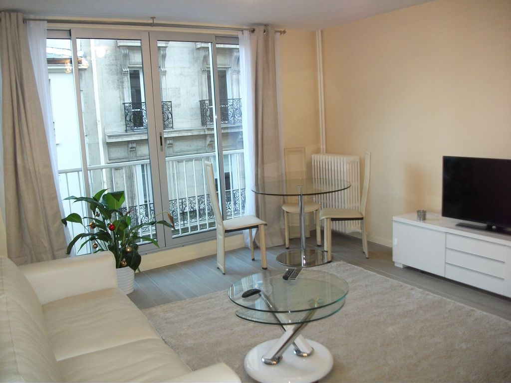 Air-conditioned accommodation, 32 square meters , Neuilly-sur-seine