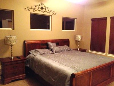 MASTER BEDROOM (KING SIZE BED)