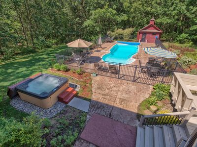 Luxury! 5,300 Sq Feet, Pool & Hot Tub, 15 minutes to downtown Grand Rapids!