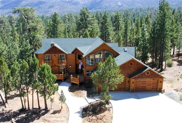 Big bear palace retreats reunions church even vrbo for Big bear retreat cabins