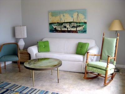 Sitting Room with waterview--no remote required.