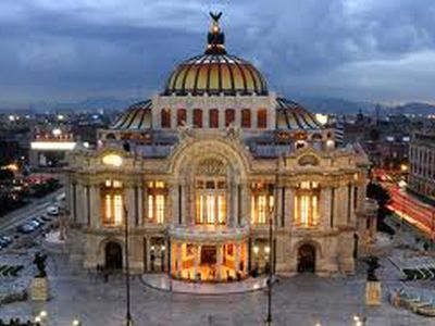 Bellas Artes only a ten minute walk away