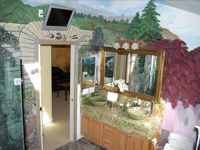 Master bathroom Lavatory