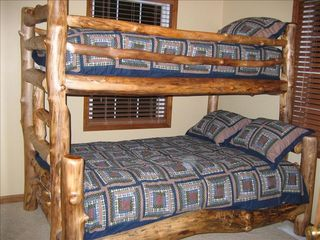 Burnside cabin photo - Additional Upstairs Bedroom With Bunk Beds