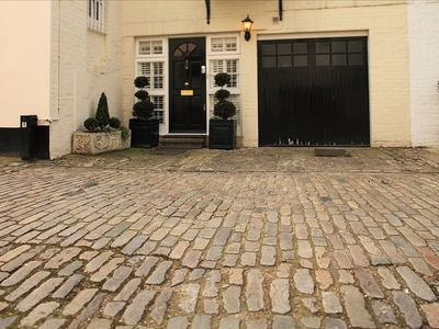 Charming Historic Mews House.Walk to Harrods,Theatre,Shops