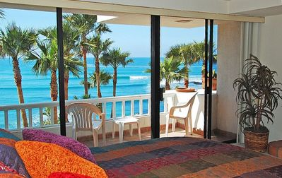 "Spectacular oceanfront view right from your ""pillow"""