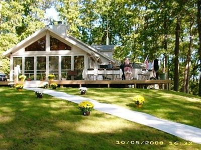 Large Deck Perfect for Entertaining (and Weddings)