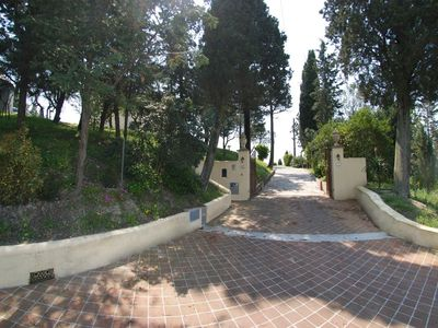 Certaldo villa rental - Private allee to the property