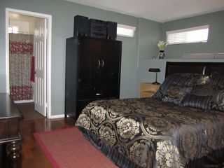 Dual master bedroom with full bath - Pacific Beach townhome vacation rental photo