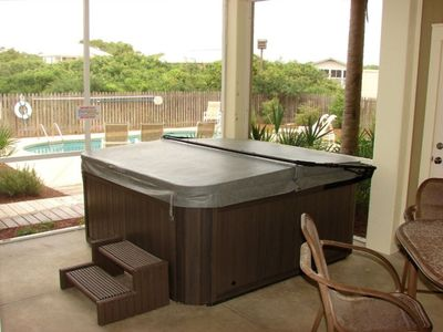 Enjoy a new hot tub and family meals in a screend porch w/ pool, ocean views
