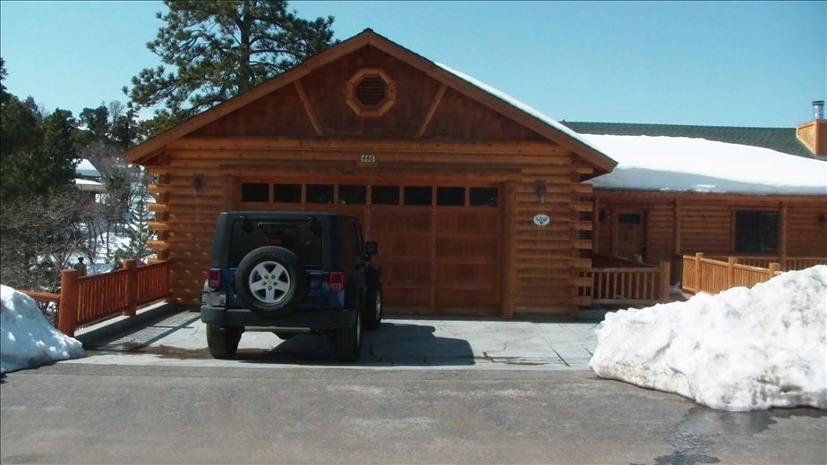 Beautiful spacious log cabin w jacuzzi pool vrbo Garage cabins