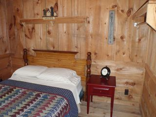 White Cloud cabin photo - Loafers Glory Room......