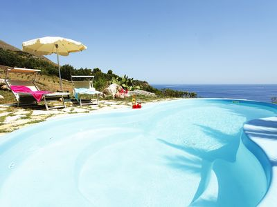 Charming villa with pool 2 steps from the sea
