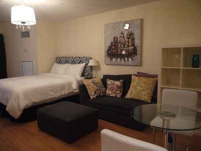 Studio In Downtown Just Steps Away From Eaton Center and Dundas Square
