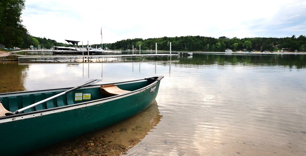 Beautiful 5 bedroom 3 bath lake lodge homeaway wautoma for Wisconsin fishing resorts with boat rentals