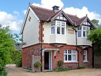 CHAPEL COTTAGE, family friendly in Long Melford, Ref 9961