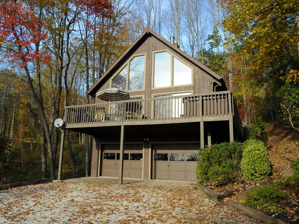 Suzies luxury cabin asheville hot tub new vrbo for Asheville nc luxury cabin rentals