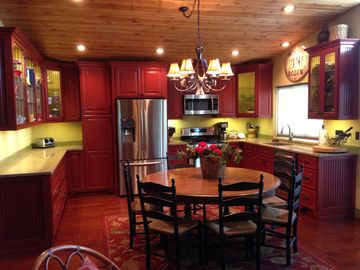 Cherokee Village house rental - Beautiful well equipped- large table seats 8. Quartz countertops-ss appliances